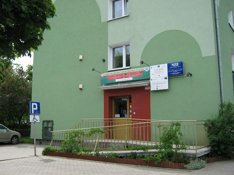 Wejście do budynku Powiatowego Centrum Pomocy Rodzinie