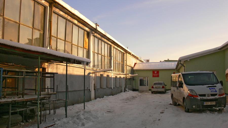 Wejście do budynku Zakładu od strony Alei pierwszego Maja.